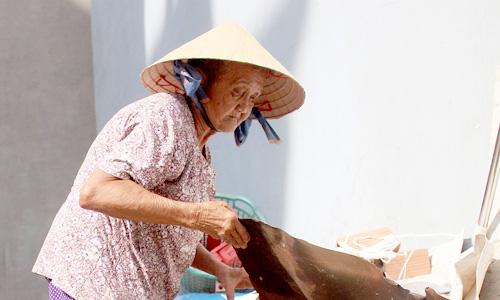 Cuộc sống của bà cụ 82 tuổi mới có giấy khai sinh  - Ảnh 2.
