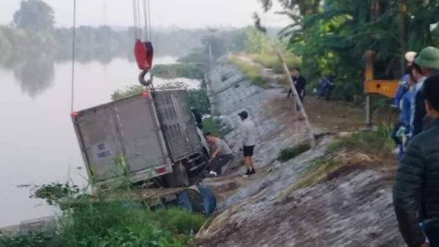 Hải Phòng: Đang trên bè sông, người chăn vịt bị xe đâm tử vong - Ảnh 1.