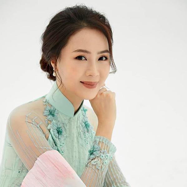 Nhan sắc đời thực của cặp bạn thân Hồng Diễm - Diệu Hương Hoa hồng trên ngực trái - Ảnh 4.