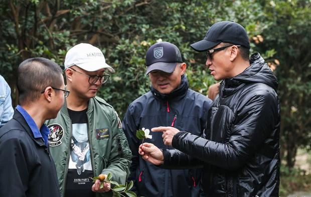 Rời xa showbiz, Nhĩ Khang Châu Kiệt gây choáng khi trở thành nông dân với gia sản hàng ngàn tỷ đồng - Ảnh 2.