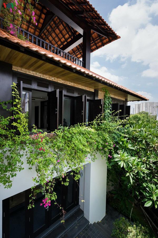 Ngôi nhà mang âm hưởng Huế giữa lòng Sài Gòn - Ảnh 12.