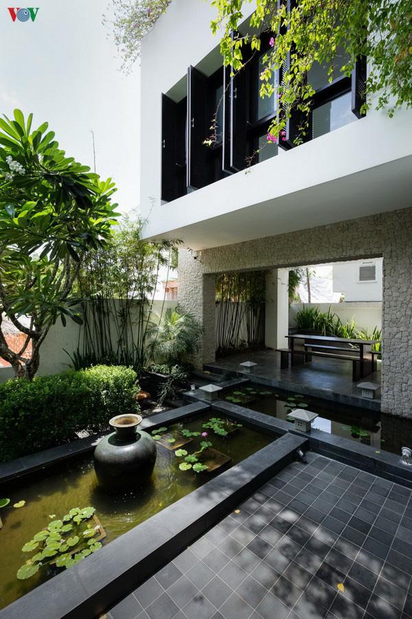 Ngôi nhà mang âm hưởng Huế giữa lòng Sài Gòn - Ảnh 3.