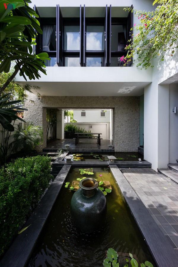 Ngôi nhà mang âm hưởng Huế giữa lòng Sài Gòn - Ảnh 4.