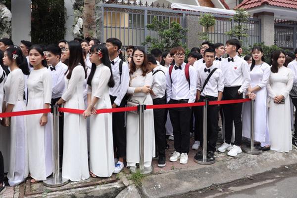 Đám cưới Đông Nhi - Ông Cao Thắng rước dâu bằng xe mui trần siêu sang độc nhất ở TP.HCM - Ảnh 2.