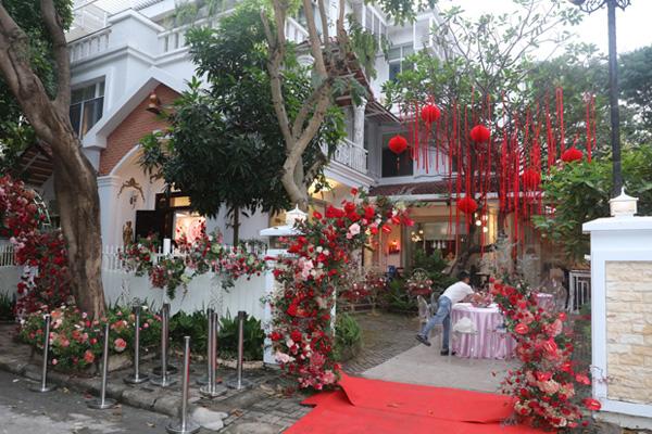 Đám cưới Đông Nhi - Ông Cao Thắng rước dâu bằng xe mui trần siêu sang độc nhất ở TP.HCM - Ảnh 3.