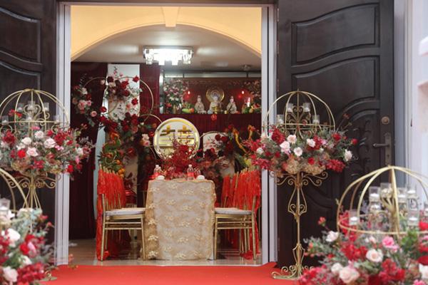 Đám cưới Đông Nhi - Ông Cao Thắng rước dâu bằng xe mui trần siêu sang độc nhất ở TP.HCM - Ảnh 4.