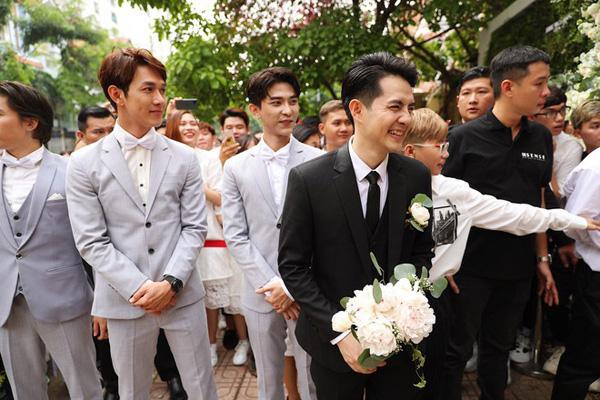 Đám cưới Đông Nhi - Ông Cao Thắng: Cô dâu đeo trĩu vàng, chú rể phấn khởi trước thử thách ăn chanh - Ảnh 2.