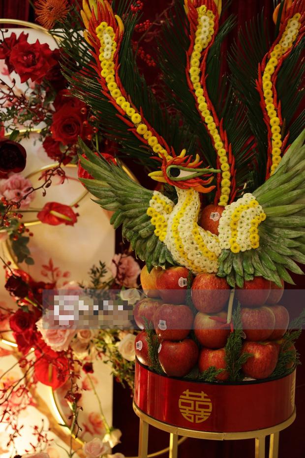 Biệt thự nhà Ông Cao Thắng đỏ rực và lộng lẫy theo phong cách người Hoa trong ngày ăn hỏi - Ảnh 10.