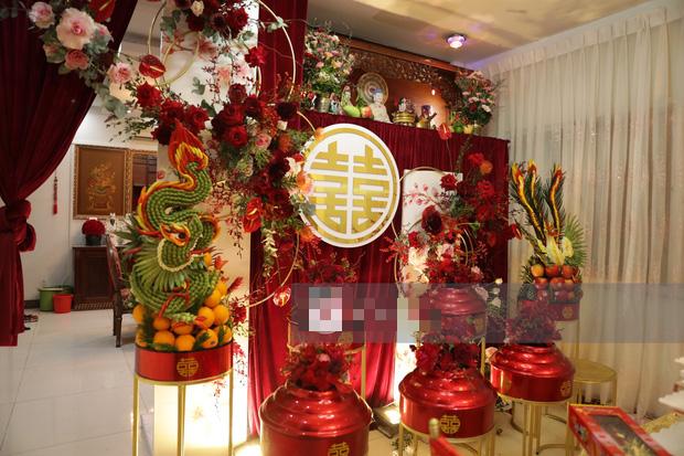 Biệt thự nhà Ông Cao Thắng đỏ rực và lộng lẫy theo phong cách người Hoa trong ngày ăn hỏi - Ảnh 8.