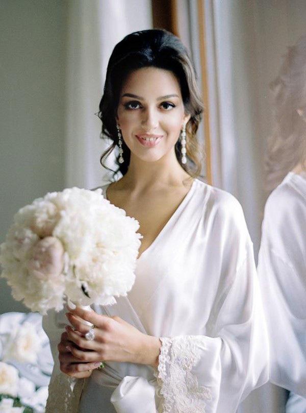 2 người vợ nổi tiếng xinh đẹp cả gan cắm sừng Nhà vua Thái Lan và cựu vương Malaysia - Ảnh 1.