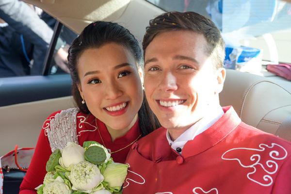 Bố mẹ chồng Tây làm điều tuyệt vời  trong lễ rước dâu Á hậu Hoàng Oanh khiến ai cũng ngỡ ngàng  - Ảnh 8.