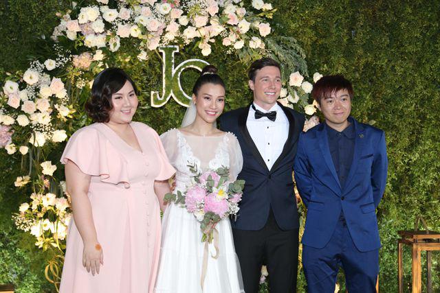"""Trường Giang, Nhã Phương xúc động trong đám cưới """"có một không hai"""" của Hoàng Oanh  - Ảnh 16."""
