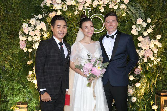 """Trường Giang, Nhã Phương xúc động trong đám cưới """"có một không hai"""" của Hoàng Oanh  - Ảnh 18."""