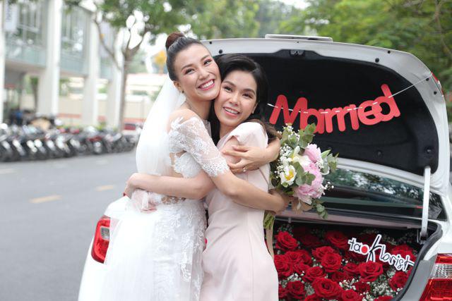"""Trường Giang, Nhã Phương xúc động trong đám cưới """"có một không hai"""" của Hoàng Oanh  - Ảnh 19."""
