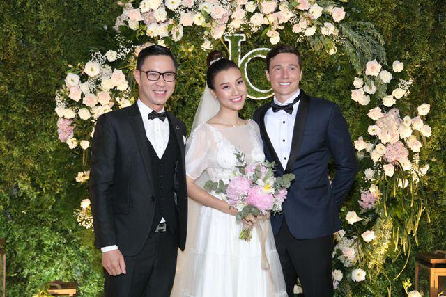 """Trường Giang, Nhã Phương xúc động trong đám cưới """"có một không hai"""" của Hoàng Oanh  - Ảnh 20."""