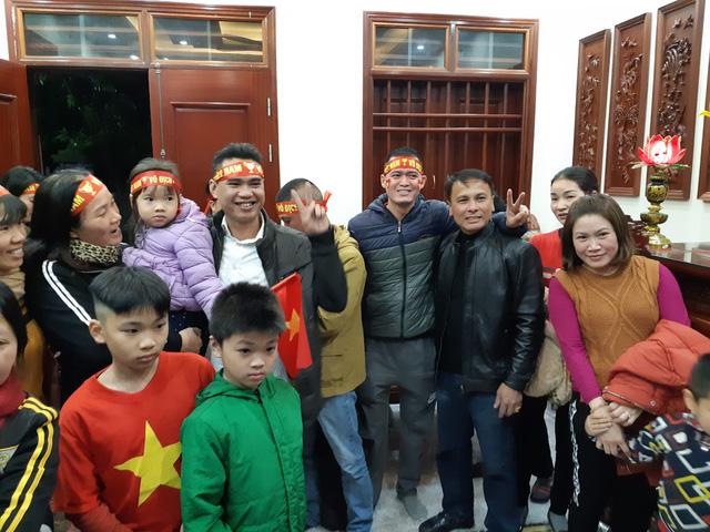 Bố Quang Hải hồi hộp, lo lắng về thông tin con trai sẽ vào sân khi tình trạng sức khỏe chưa cải thiện - Ảnh 3.