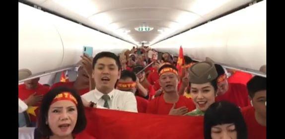 Hàng triệu người dân Việt xuống đường mừng chiến thắng 3-0 của U22 - Ảnh 21.