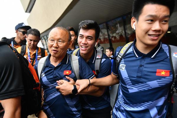 Thủ tướng Nguyễn Xuân Phúc chúc mừng HLV Park Hang-seo, Mai Đức Chung và toàn thể các cầu thủ vàng của bóng đá Việt Nam - Ảnh 46.