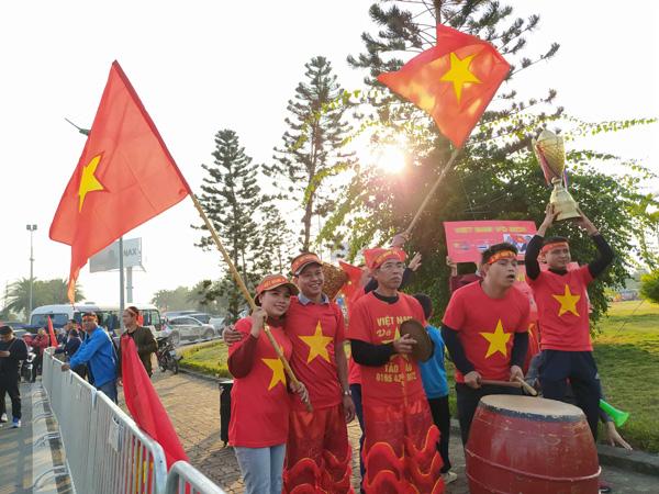 Thủ tướng Nguyễn Xuân Phúc chúc mừng HLV Park Hang-seo, Mai Đức Chung và toàn thể các cầu thủ vàng của bóng đá Việt Nam - Ảnh 41.