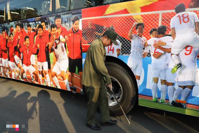Thủ tướng Nguyễn Xuân Phúc chúc mừng HLV Park Hang-seo, Mai Đức Chung và toàn thể các cầu thủ vàng của bóng đá Việt Nam - Ảnh 33.