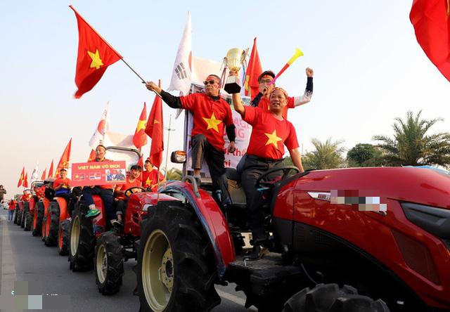 Thủ tướng Nguyễn Xuân Phúc chúc mừng HLV Park Hang-seo, Mai Đức Chung và toàn thể các cầu thủ vàng của bóng đá Việt Nam - Ảnh 30.