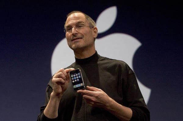 Lịch sử chiếc điện thoại thay đổi cả thế giới - Ảnh 1.