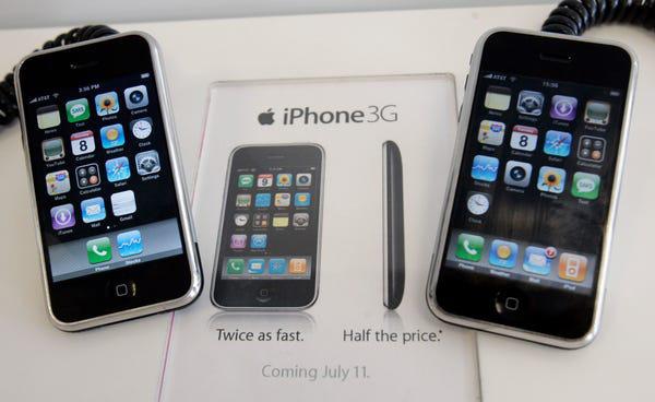Lịch sử chiếc điện thoại thay đổi cả thế giới - Ảnh 2.