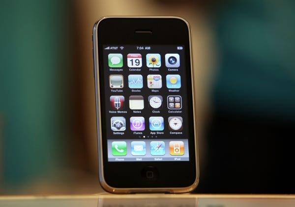 Lịch sử chiếc điện thoại thay đổi cả thế giới - Ảnh 3.