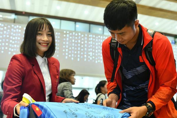 Thủ tướng Nguyễn Xuân Phúc chúc mừng HLV Park Hang-seo, Mai Đức Chung và toàn thể các cầu thủ vàng của bóng đá Việt Nam - Ảnh 48.