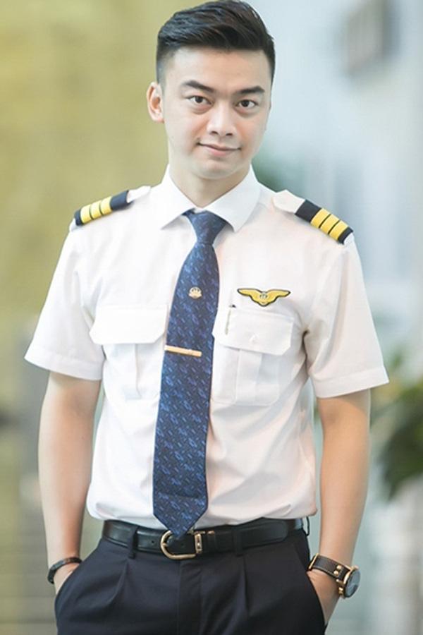 Lộ quá khứ đầy bất ngờ của phi công lái chuyến bay đưa U22 Việt Nam về nước - Ảnh 5.