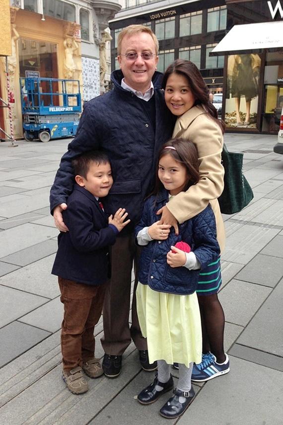 Cuộc sống bốn sao Việt định cư ở châu Âu - Ảnh 1.