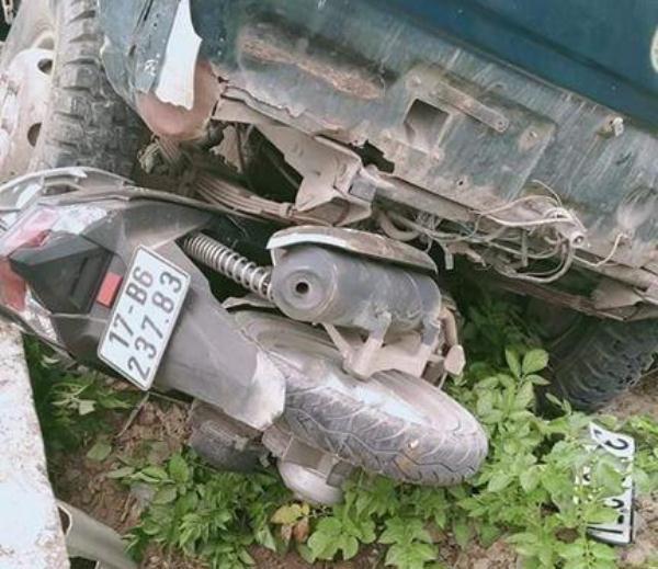 Tai nạn thương tâm: Thầy giáo bị xe ô tô tải đâm tử vong trên đường đi dạy  - Ảnh 1.