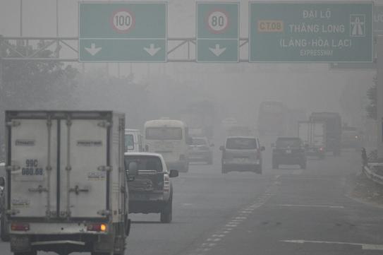 Chất lượng không khí cực xấu, Bộ Y tế chỉ rõ 9 cách bảo vệ sức khoẻ ai cũng phải biết - Ảnh 1.
