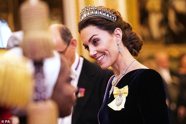 Công nương Kate ngày càng mang khí chất của một Hoàng hậu trong tương lai, khác một trời một vực so với hình ảnh bị chê bai cách đây 4 năm - Ảnh 5.