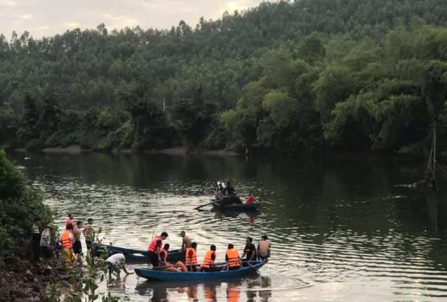 Nghệ An: Lật thuyền khiến hai cha con tử vong - Ảnh 1.