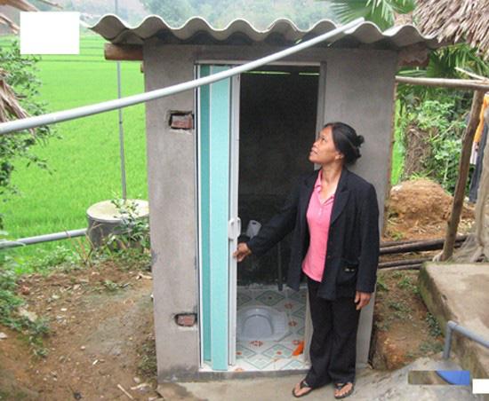 Xây dựng nhà tiêu hợp vệ sinh để bảo vệ sức khỏe cho cả gia đình - Ảnh 1.