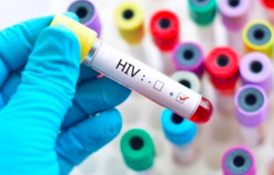 3 em bé phơi nhiễm HIV do bị người nghi ngáo đá tấn công, xử lý vết thương ra sao? - Ảnh 1.