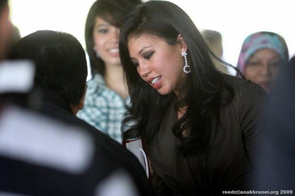 Công chúa Brunei thi đấu tại Sea Games 30 khiến nhiều người ghen tị vì giàu, giỏi, đẹp - Ảnh 7.