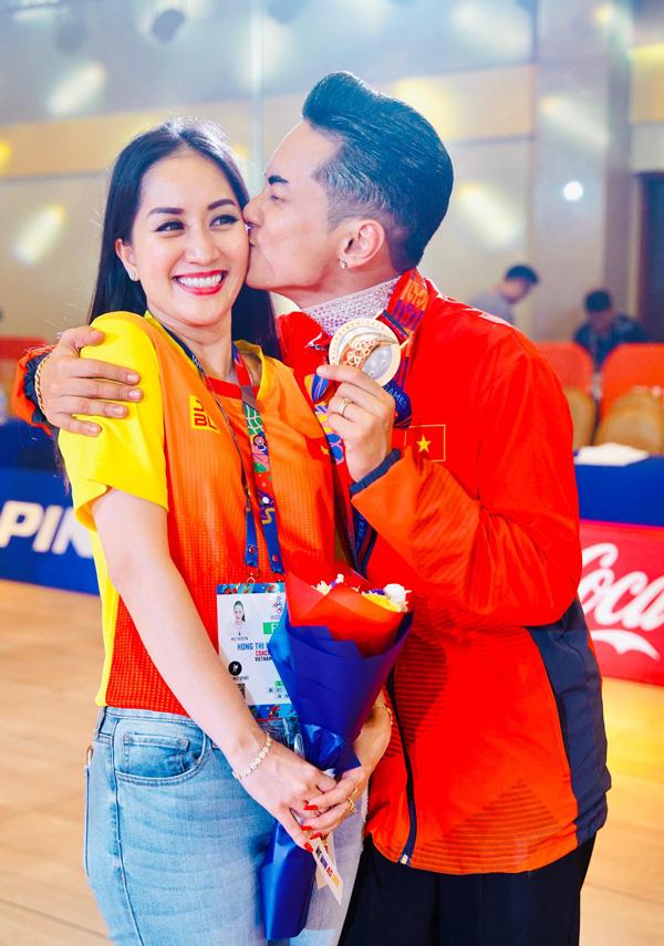 Chồng trẻ giành Huy chương Vàng Sea Games, Khánh Thi khóc nức nở vì quá hạnh phúc - Ảnh 2.