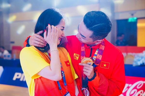 Chồng trẻ giành Huy chương Vàng Sea Games, Khánh Thi khóc nức nở vì quá hạnh phúc - Ảnh 3.