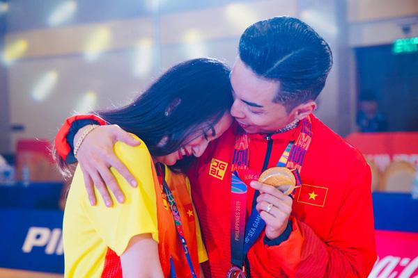 Chồng trẻ giành Huy chương Vàng Sea Games, Khánh Thi khóc nức nở vì quá hạnh phúc - Ảnh 4.