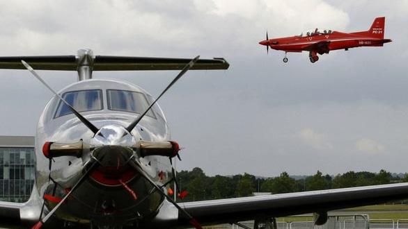Máy bay rơi ở Mỹ khiến 12 người thương vong - Ảnh 1.
