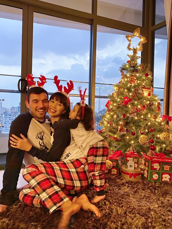 Con gái Hà Anh đón Giáng sinh sớm bên bố mẹ - Ảnh 3.