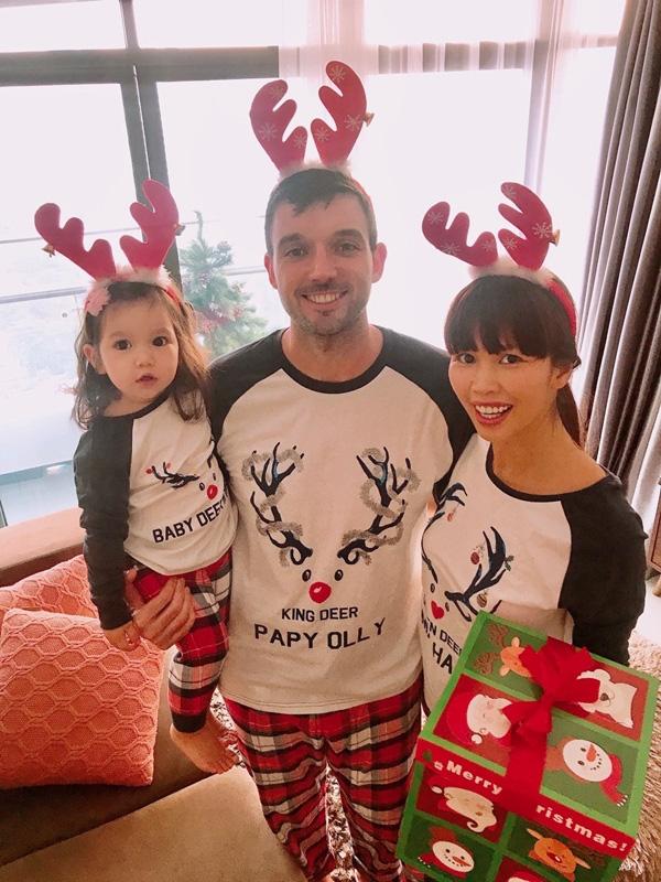 Con gái Hà Anh đón Giáng sinh sớm bên bố mẹ - Ảnh 8.