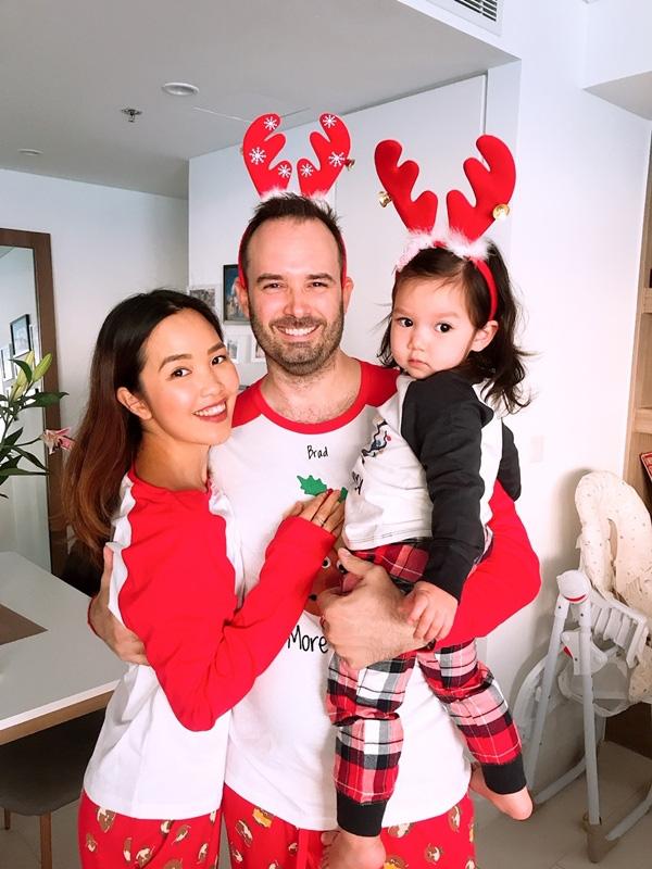 Con gái Hà Anh đón Giáng sinh sớm bên bố mẹ - Ảnh 9.