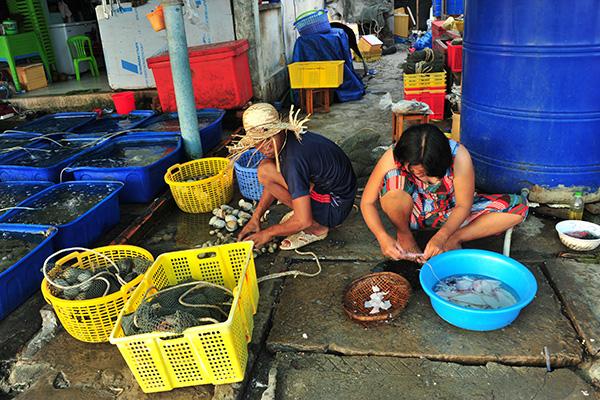 """Chợ hải sản """"không mặc cả"""" trên đảo Nam Du - Ảnh 4."""