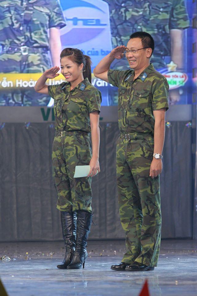 Chùm ảnh MC Lại Văn Sâm và MC Hoàng Linh có 13 năm đẹp đẽ cùng chuong trình Chúng tôi là chiến sĩ - Ảnh 2.