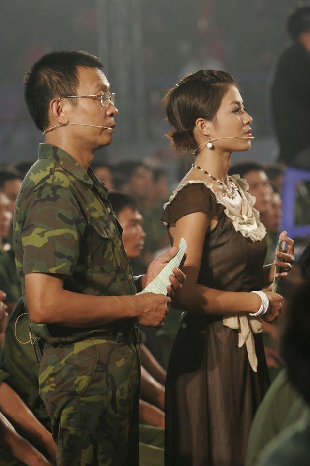 Chùm ảnh MC Lại Văn Sâm và MC Hoàng Linh có 13 năm đẹp đẽ cùng chuong trình Chúng tôi là chiến sĩ - Ảnh 7.