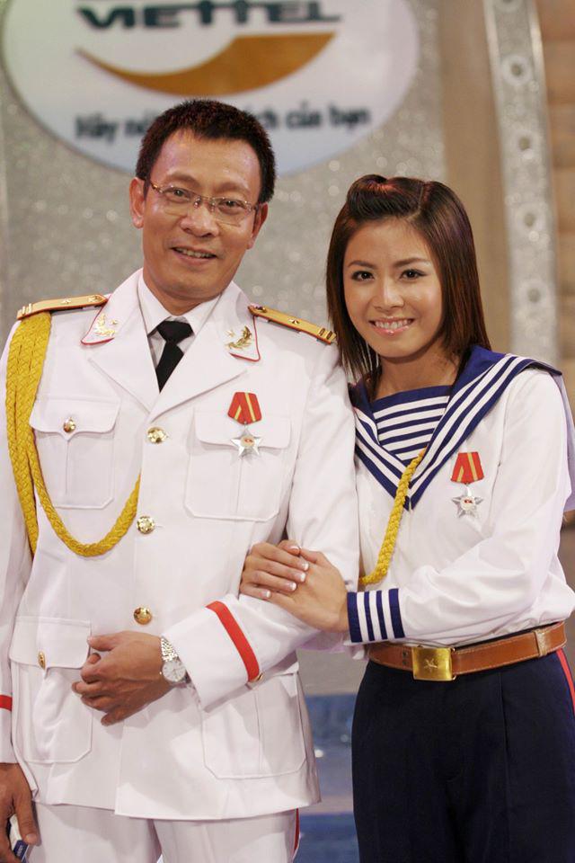 Chùm ảnh MC Lại Văn Sâm và MC Hoàng Linh có 13 năm đẹp đẽ cùng chuong trình Chúng tôi là chiến sĩ - Ảnh 8.