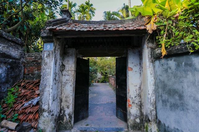 Độc nhất Hà Nội: Nhà cổ 300 tuổi làm từ gỗ lim nằm giữa vườn xanh mát mắt  - Ảnh 2.